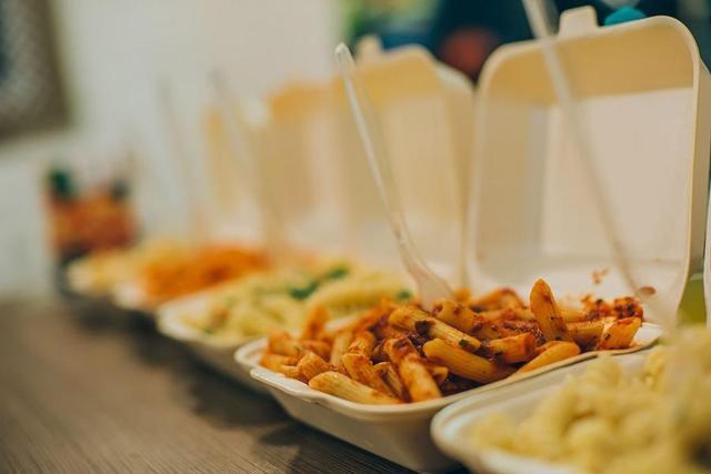 疫情之下线下路断的餐饮业,如何自救与互助?